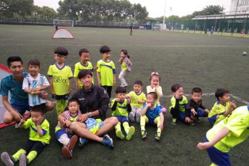 宝贝营天下足球营上海大学足球场图片