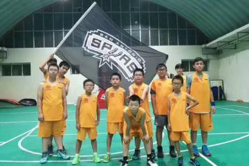 赤菟体育小飞人篮球俱乐部上海赤菟体育小飞人篮球篮球寒假走训营图片