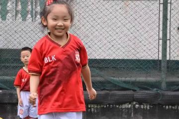 貝樂康少兒足球培訓貝樂康女生足球培訓課程圖片圖片