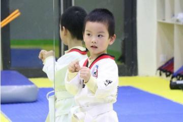 昂詣少兒運動培訓中心昂詣跆拳道-專業品勢課圖片